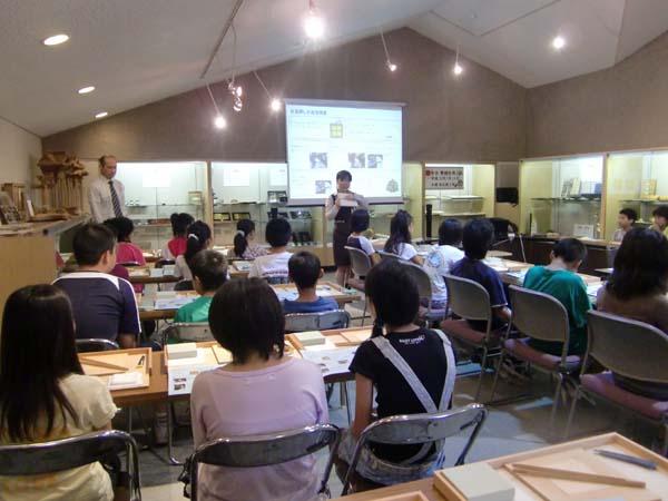 平成22年7月京都市立百々小学校 金箔張り体験