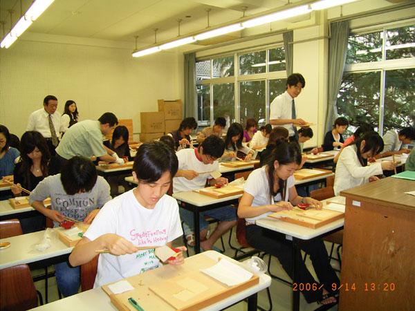 京仏具の歴史と箔押し体験