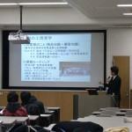 大阪市立大学で講義中